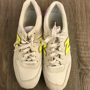 New Balance Women's Sneakers - Size 9
